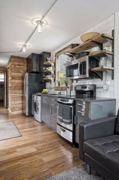 Best Tiny House Kitchen and Small Kitchen Design Ideas For Inspiration. tag: small kitchen ideas, tiny house interior, tiny kitchen ideas, etc. Best Tiny House, Tiny House Plans, Tiny House On Wheels, Modern Tiny House, Modern Houses, Tiny House Movement, Container Home Designs, Storage Container Homes, Storage Containers