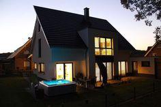 Traumhaus mit Whirlpool, Putzhaus im Bauhausstil #haus #home  #zuhause #traumhaus #Bauhaus #putz #modern #minimalism #clean #cleanliving #house #sunday #sonntag #qualitytime #design #Blogger #blogger_de #germaninteriorbloggers #aenna_xoxo #interior #interiordesign #diy