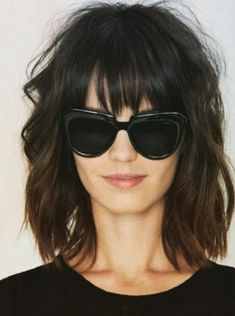 Short Shag Hairstyles - Bed Head Bangs More Gone are the days when having a short shag haircut meant you could only style it one boring way until it eventually grew out. 40 super short shag hairstyles are here for you to look at Medium Shag Haircuts, Short Shag Hairstyles, Hairstyles With Bangs, Hairstyles 2018, Hairstyle Ideas, Amazing Hairstyles, Bob Haircuts, Girl Hairstyles, Full Fringe Hairstyles