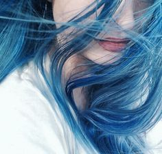 Shine products have a reputation for creating your hair flat. Don't forget that you hair will appear fuller when it dries, and therefore don't go too crazy with an excessive amount of hair. Hair Inspo, Hair Inspiration, Blue Hair Aesthetic, Pelo Multicolor, Daughter Of Smoke And Bone, Chloe Price, Everything Is Blue, Coraline, Ravenclaw