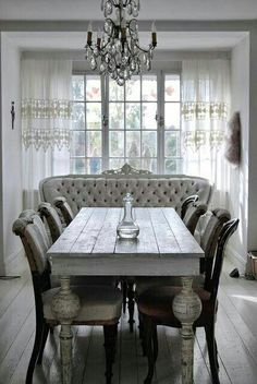 .Love the bench at the head of the table