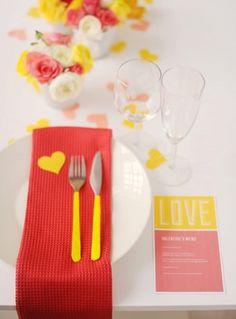 Arrume a mesa de jantar para o Dia dos Namorados! <3 <3 http://www.minhacasaminhacara.com.br/decoracao-em-clima-de-dia-dos-namorados/