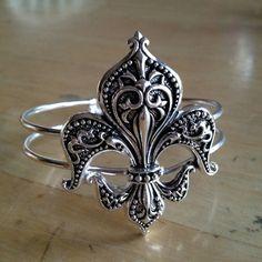 Bracelet silver jewelry fleur de lis