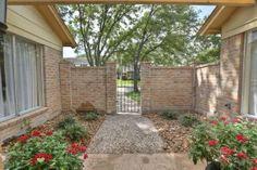 11402 Olympia Dr, Houston, TX