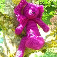Doudou petit chien violet au crochet