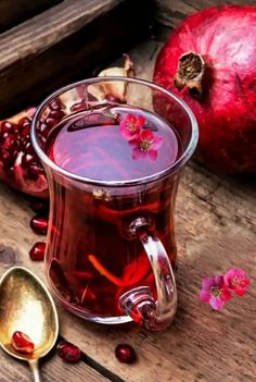 The Red Tea Detox is a new rapid weight loss system that can help you lose several pounds of pure body fat in just 14 days! It involves drinking a special African blend of red tea to help you lose weight fast! Detox Recipes, Tea Recipes, Tea Glasses, Grenade, Tea Art, Kakao, Detox Tea, High Tea, Drinking Tea
