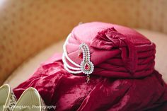 Traditional indian groom's turban http://www.maharaniweddings.com/gallery/photo/127385