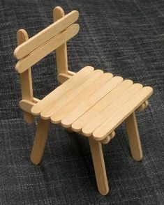 Diy table and chairs for kids doll furniture ideas Fairy Furniture, Barbie Furniture, Dollhouse Furniture, Furniture Vintage, Diy Popsicle Stick Crafts, Popsicle Stick Houses, Wood Sticks Crafts, Wood Crafts, Diy Para A Casa
