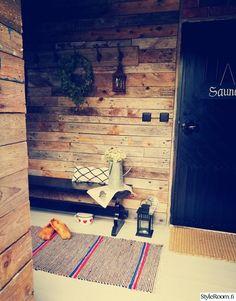 Pihasaunan pukuhuone - Sisustuskuvia jäseneltä Sanelmus - StyleRoom Basketball Court, Cabin, Painting, Cabins, Painting Art, Paintings, Cottage, Painted Canvas, Wooden Houses