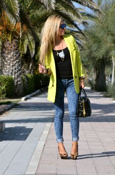 Yellow blazer, denim skinny jeans and animalier pumps - #outfit fall2013