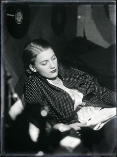 vintage everyday: Much More Than a Muse – 25 Beautiful Black-and-White Portraits of Lee Miller Taken by Man Ray in Paris from 1929 to 1932 Lee Miller, Tilda Swinton, Maria Callas, Black And White Portraits, Black And White Photography, Great Photographers, Portrait Photographers, Man Ray Photographie, Ute Lemper