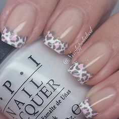 17 French Nails With a Twist – Go wild with animal prints. 17 French Nails With a Twist – Gehen Sie wild mit Tierdrucken. Fabulous Nails, Gorgeous Nails, Love Nails, Pretty Nails, Fun Nails, Edgy Nails, Elegant Nails, Cheetah Nail Designs, Leopard Print Nails