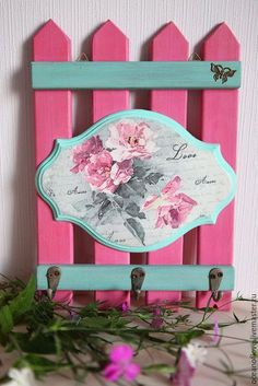 Ahşap Boyama Anahtarlık Modelleri 60 Adet – Ahşap boyama Objeleri – Keep up with the times. Handmade Crafts, Diy And Crafts, Wooden Painting, Wooden Key Holder, Wooden Keychain, Decoupage Box, Diy Fence, Pallet Art, Shabby Chic Decor