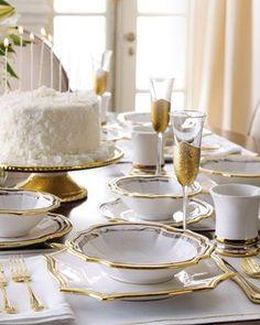 white and gold table settings ile ilgili görsel sonucu Silvester Party, Beautiful Table Settings, Decoration Inspiration, Gold Table, Elegant Table, Deco Table, Decoration Table, Fine Dining, Tablescapes