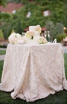 wedding cake table | Square Cake Display…Inspiration Photo of the Day