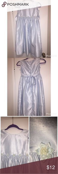 Cute Girls Dress🌷🌸🌺MADE IN USA Pretty dainty girls dress light blue with pretty pearl like button flowers under chest. Buttons at back and ties at back, sits below knee. Cute to wear any special occasion. Small lil flaw has two very lil tiny black dots on left upper chest close to under arm pit. Price reflects on tiny flaw. Offers welcome 🦋🦋🦋🦋🌸🌸🌸🌸🎀🎀🛍 Dresses Casual