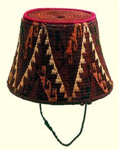 Gorro tipo fez. Cultura Arica. Materiales: Textil  Periodo: Horizonte Inka. Período Tardío 1470- 1532 d.C.