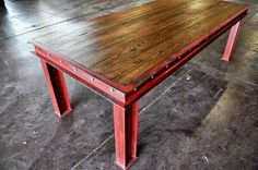 Dream table in red