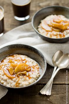 Caramelized Apple Oatmeal.<3