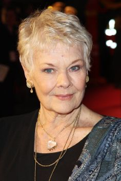 Judi Dench Photos - Dame Judi Dench attends the World Premiere of 'The Best Exotic Marigold Hotel' at The Curzon Mayfair on February 2012 in London, England. - The Best Exotic Marigold Hotel - World Premiere Judy Dench Hair, Judi Dench Hairstyle, Short Hair Cuts, Short Hair Styles, 60 Year Old Woman, Peinados Pin Up, Aging Gracefully, Celebs, Celebrities