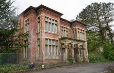 UK, Preston, Lancashire - Whittingham Asylum - Admin Building, may be retained and restored. By 1939, the number of patients was 3533, with a staff of 548, making it the largest mental hospital in Great Britain. During the 1970s and 1980s, new drugs and therapies were introduced to treat people suffering from mental illnesses. Long-stay patients were returned to the community or dispersed to smaller units around Preston.