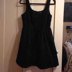 Black cotton sateen dress Worn once blk cotton sateen dress with ruffle design in front with 3 buttons. Has tulle underneath on bottom for some flounce. Zipper in back . Looks adorable on. Forever 21 Dresses Midi