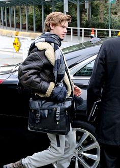 "Thomas Brodie-Sangster arriving in Vancouver, Canada, to film ""The Death Cure"" - 2016 Newt Maze Runner, Maze Runner Movie, Maze Runner Series, Thomas Brodie Sangster, O Brian, Dylan O'brien, Celebs, Celebrities, To My Future Husband"