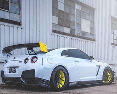 Nissan GT-R (R34)