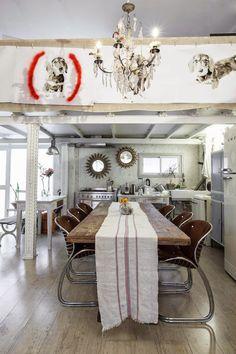 Il y a longtemps, je vous avais montré un de mes plus gros coups de cœur déco : le loft de Manolo Ylleraà Madrid. J'ai récemment découv...