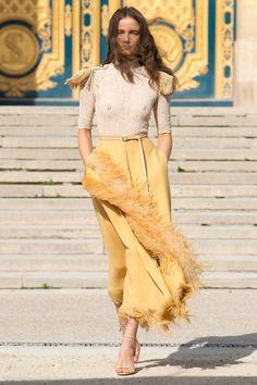 Défilés, backstages, premiers rangs, live, vidéos... Retrouvez toute la Fashion Week sur Vogue.fr.