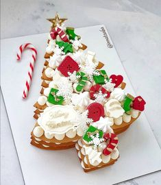 We all love sweet and delicious desserts. But the sad reality is that desserts that are rich in sugar, carbohydrates, refined products and fats are not good for our body. However, that doesn't mean that we should stop eating desserts altogether. Christmas Cake Designs, Christmas Sweets, Christmas Cooking, Noel Christmas, Christmas Goodies, Christmas Cakes, Decoration Patisserie, Number Cakes, Holiday Cakes
