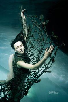 Dubai Photographer underwater, fashion, commercial, corporate, wedding -