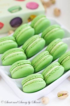 Classic Pistachio Macarons - Filled with Ladurée pistachio cream. Simply the best! Helpful tips Pistachio Macarons, Pistachio Cream, Köstliche Desserts, Dessert Recipes, Plated Desserts, Baking Recipes, Cookie Recipes, Pistacia Vera, Macaron Cookies