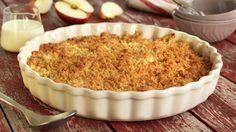 Smuldrepai med epler er en enkel og elsket klassiker i den norske eplehøsten. Server med hjemmelaget vaniljesaus eller en klatt créme fraîche, og nyt de friske, norske eplene i søt innpakning!