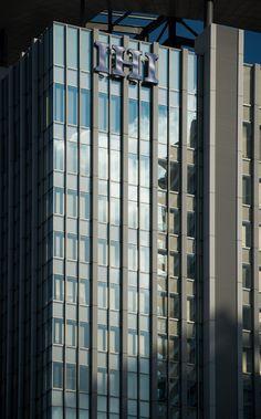 Toyosu IHI Building (豊洲IHIビル). / Architect : Nikken Sekkei (設計:日建設計、久米設計、松田平田設計、佐藤総合計画).