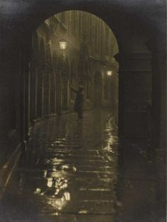 Lamplighter, Victoria Terrace 1928 © Edinburgh Council (Leerie-man with his spark box and glimmer pole) Victorian London, Victorian Era, Victorian Ladies, Old Photos, Vintage Photos, View Photos, Victoria Terrace, Foto Gif, Fallen London
