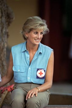 January Diana, Princess of Wales wearing a badge for the British Red Cross Charity she is patron of at an orthopedic center in Luanda, Angola. Princess Diana Wedding, Princess Diana Pictures, Princess Diana Family, Princes Diana, Princess Of Wales, Royal Princess, Camilla, Diana Fashion, Diane