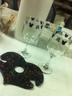 2014 Mickey Wine glass set and holder for Hayley