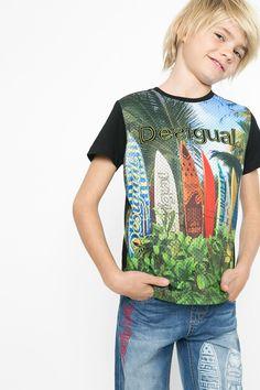 b3079099309 Camiseta surfera para niño Desigual. ¡Descubre la colección de niño más  cañera!