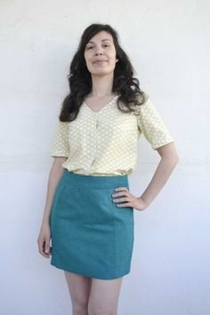 Aster, button-up blouse και παρουσίαση πατρόν. Button Up, Mini Skirts, Posts, Blouse, Fashion, Moda, Messages, Fashion Styles, Mini Skirt