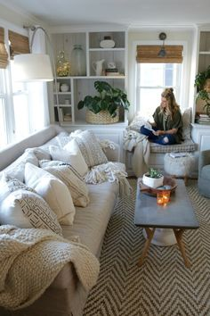 Friday Favorites start with the small things that add up to GREAT things - Nesting With Grace - living room Cozy Living Rooms, My Living Room, Room Decor Bedroom, Interior Design Living Room, Home And Living, Living Room Designs, Living Room Decor, Kitchen Living, Big Kitchen