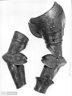 This group comprises a left pauldron, right and left vambraces, one gauntlet cuff and a pair of poleyns and three-quarter greaves. The pauldron has a threaded hole for a reinforce at the front of thye main plate. The vambraces have