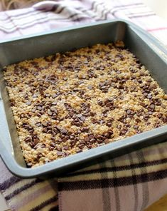 Dorm Life Eats: PB Chocolate Chip Chewy Granola Bars | Bakerita