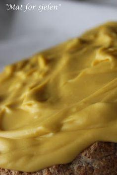 Påskegul kake - Norwegian almond tort