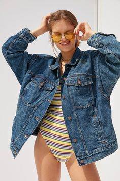 Slide View: 1: BDG '80s Denim Trucker Jacket