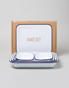 Falcon Enamelware Bake Set (5 items) White, perfect for a Sunday afternoon bake for that specialty lasagne. | Shop homeware, men's clothing and accessories at The Idle Man