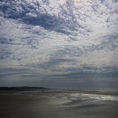 Il doit être à peu près la même heure que dimanche et le temps doit être le même ... Un bon début de soirée à vous  Have a nice evening .... #nature #naturelovers #naturelover_gr #naturechallenge #wimereux #latergram #hautsdefrance #hautsdefrancetourisme #skyporn #skylovers #sealovers #northsea #Lille_focus_on #beach #wimereuxbeach #haveaniceevening #bonnesoiree