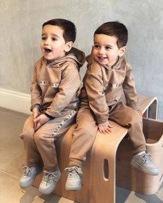Best baby twins boy and girl ulzzang 57 ideas Cute Baby Twins, Twin Baby Boys, Cute Little Baby, Twin Babies, Little Babies, Baby Love, Baby Kids, Twin Outfits, Baby Boy Outfits