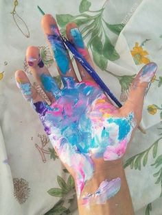 i totally thought i was the only weirdo who did this while painting Art Hoe Aesthetic, Aesthetic Colors, Aesthetic Drawings, Aesthetic Body, Aesthetic Painting, Belle Photo, Oeuvre D'art, Art Inspo, Artwork