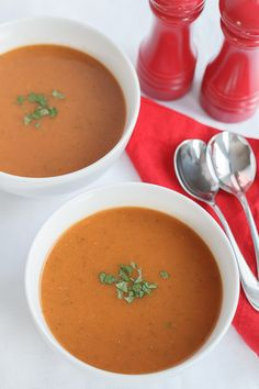 This is a really simple, tomato and courgette soup. It's so easy to make and very tasty. It's nutritious, low cost and can be made in bulk to freeze too. I made this from leftovers! You'll so want to add this to your quick healthy meals list! Quick Healthy Lunch, Healthy Food Options, Healthy Recipes, Healthy Life, Healthy Soups, Veggie Recipes, Healthy Snacks, Zucchini Soup